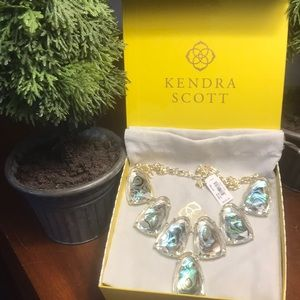 NWT Kendra Scott Gold Harlow Necklace in Abalone!!